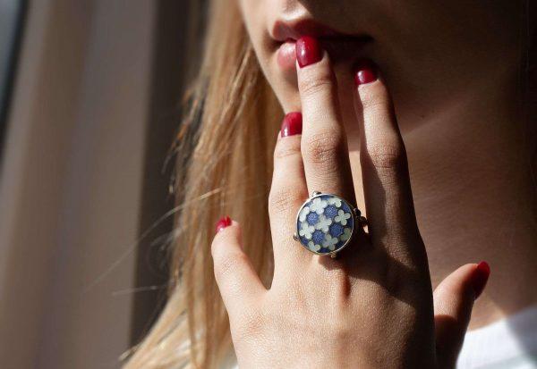 Silver_blue_enamel_ring_with_tanzanite-ENAMELI-2