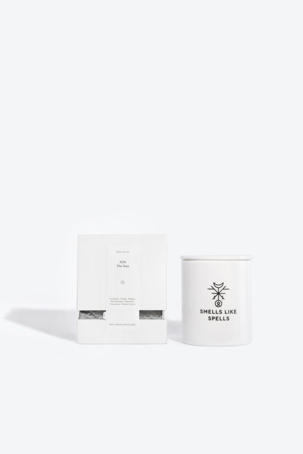 Scented candle THE SUN It is the archetype of absolute joy, success and glory, it brings the ability to appreciate the life's pleasures and the realized desires.